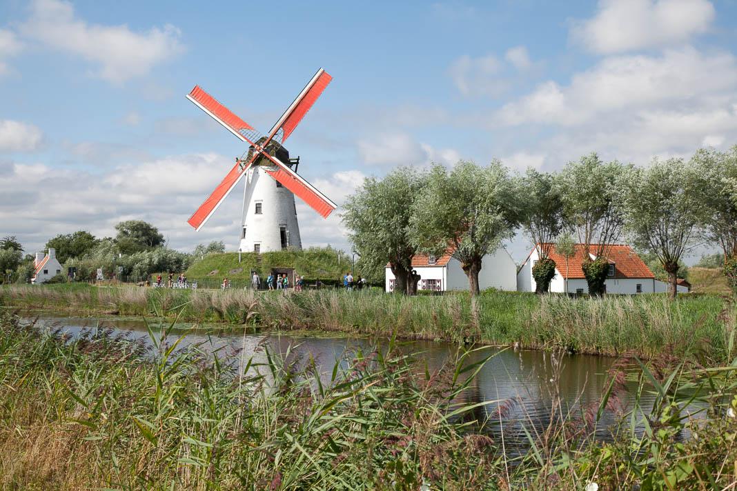De Schellemolen langs de Damse Vaart Brugse Ommeland
