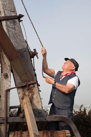 De molenaar van de steenmeulen in Terdeghem