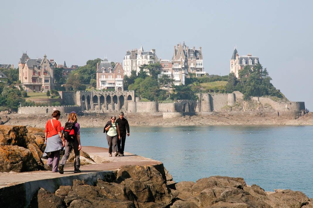 Wandelpad langs zee, richting Pointe de la Malouine, Dinard