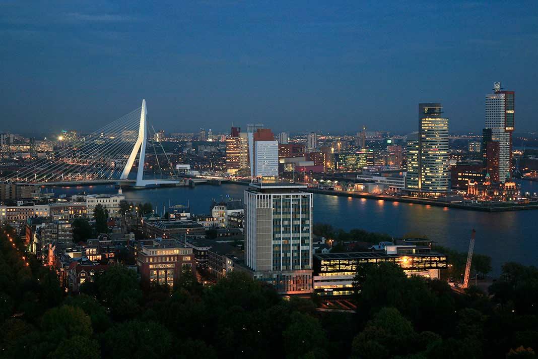 Zicht op Rotterdam vanaf de Euromast