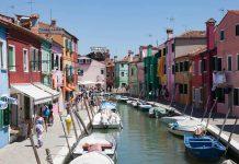 Kleurrijke huizen op Burano, Venetië