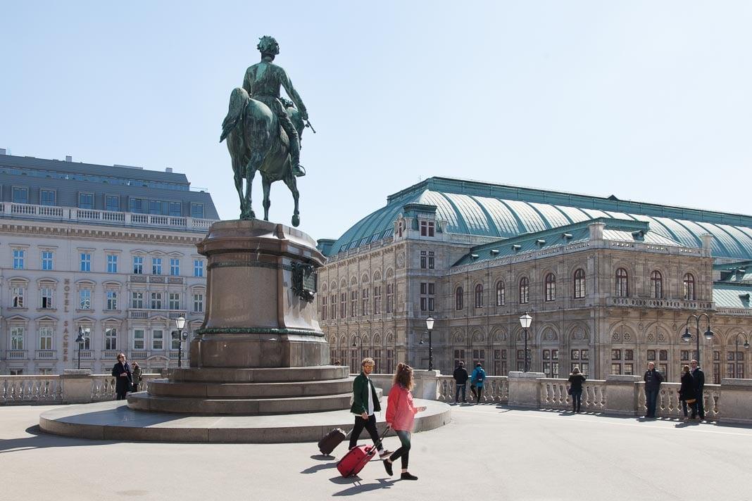 het standbeeld van aartshertog Albrecht von Sachsen-Teschen