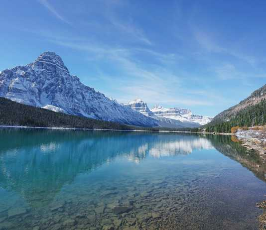 Bow Lake ©Photo by Chen Ling on Unsplash
